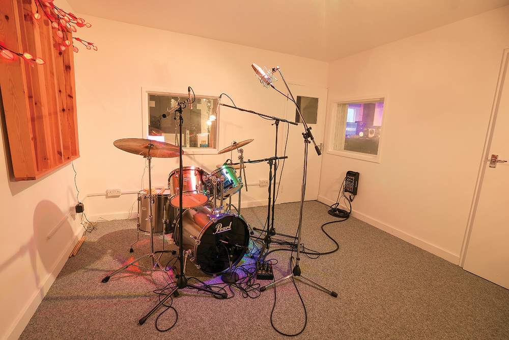 Drum Set-up with Mono Overhead Microphone