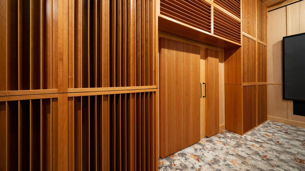 rear wall quadratic diffusion with mini diffusers on door